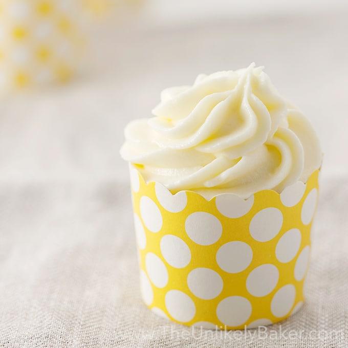Lemon-Cupcake-with-Limoncelllo