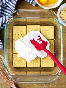 put cream on top of graham crackers